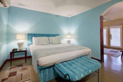 צביעת חדר שינה בצבעים קרירים