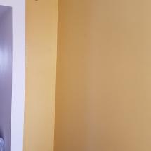 עבודות צבע - צביעת קיר בצבע חרדל
