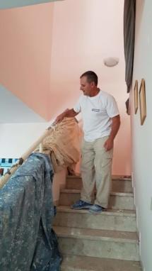 צביעת חדר מדרגות - חידוש מעקה - כיסוי איזור העבודה