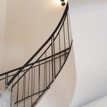 צביעת מדרגות פנימיות - אומנות הצבע והגבס