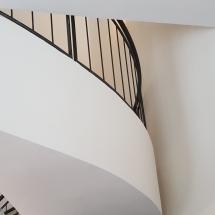 צביעת גרם מדרגות - אומנות הצבע והגבס